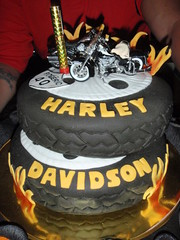Harley Davidson (Confetti & Cupcakes) Tags: cupcakes confetti harley bolo festa aniversrio fogo drika penu personalizado novaes decorado gostosos decorados devidson confettiecupcakes