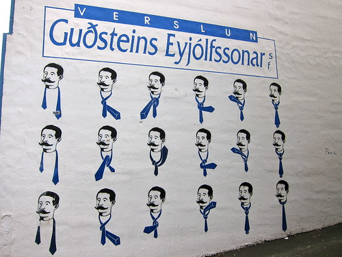 How to tie a tie illustrated on the side of a building in Reykjavik