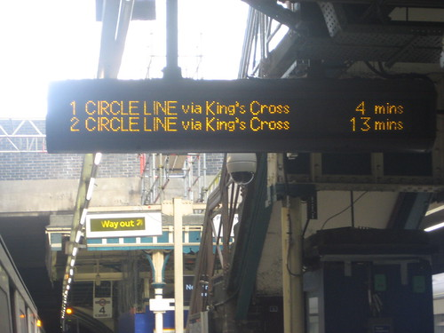 Circle Line delays at Aldgate Tube