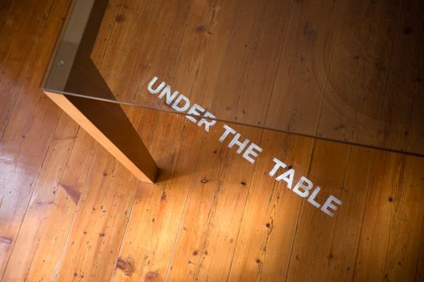 Underthetable