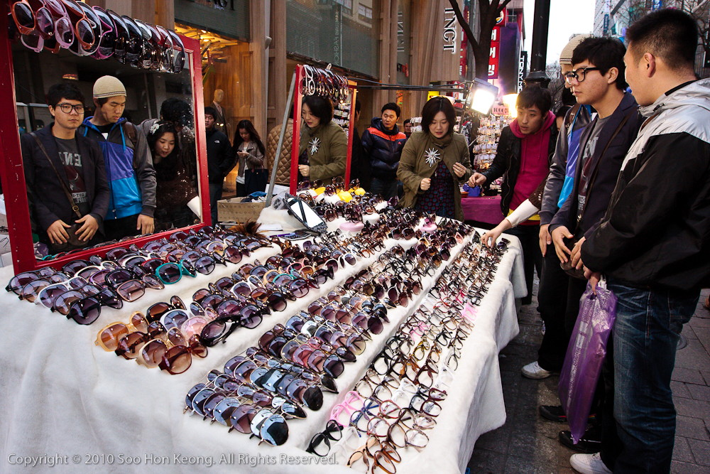 SunGlasses Seller @ Myeongdong Shopping Area, Seoul, Korea
