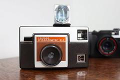 Camera Instamatic X-1 - Kodak (1981) + Flash Magicube (Ricardo Savegnago) Tags: old canon photography kodak flash equipment 1981 antiga fotografia yashica analogica instamatic x1 analogic magicube 500d equipamento canoneost1i instamaticx1