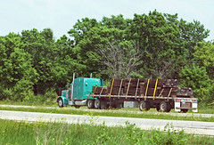 Turquoise Pete hauling RR ties (myhotrod9) Tags: truck semi pete conventional trucking peterbilt 18wheeler flatbed tractortrailer bigrig class8 largecar