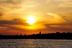 """""""Galata"""" (Atakan Eser) Tags: sunset turkey airplane flickr türkiye turkiye istanbul bosphorus boğaziçi galata karaköy günbatımı turkei galatakulesi uçak dsc3257"""