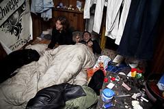 Un squat dans une pniche (bassinsaflot) Tags: squat pniche sdf