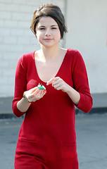 26571pcn_Gomez (ruaconhamchoi) Tags: california usa shopping losangeles fulllength cellphone actress selenagomez wizardsofwaverlyplace
