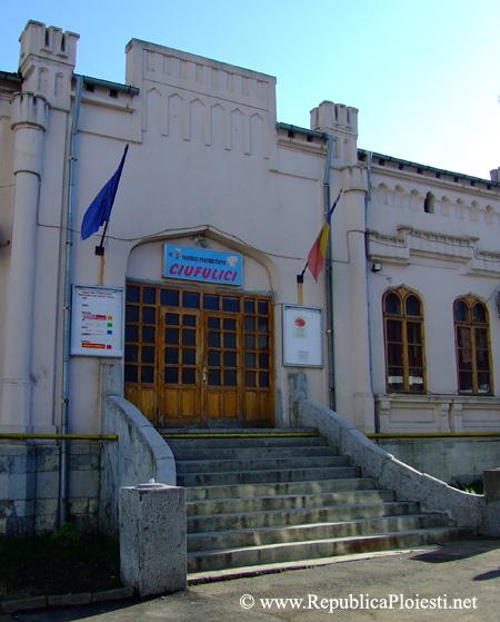 Intrarea in Casa Ergas Mamaciu