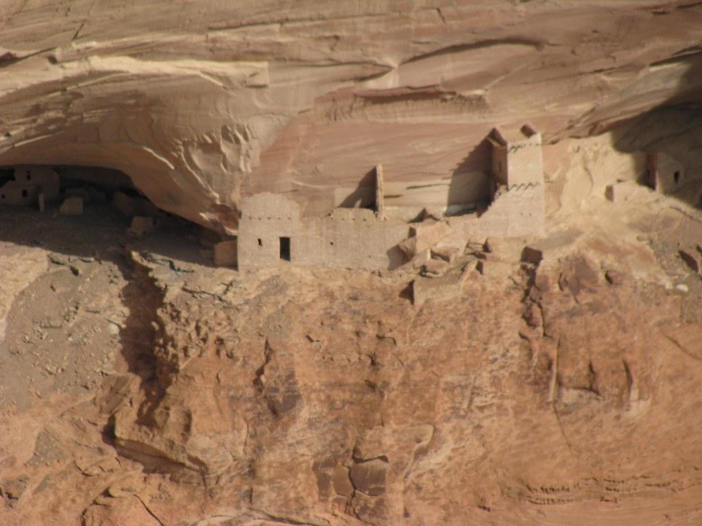 more anasazi ruins at canyon de chelley