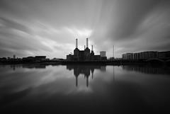 Battersea Power Station (B&W) - London (5ERG10) Tags: uk longexposure greatbritain light england bw white black reflection london water sergio station thames architecture clouds reflections river mirror daylight moving movement nikon europa europe long exposure afternoon shadows power unitedkingdom fiume tripod wideangle bn filter gb daytime battersea vignette bianco londra nero powerstation architettura pimlico inghilterra tamigi d300 sigma1020 nohdr nd110 amiti 5erg10