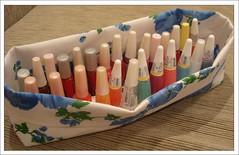Organizando... (Dona Bella) Tags: esmaltes cestinha