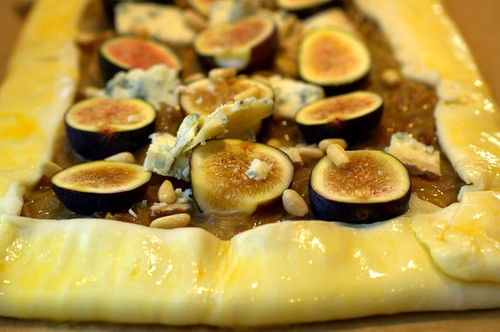 caramelized onion, fig & stilton tart