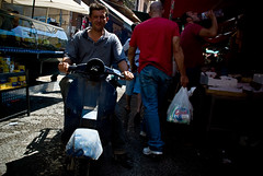 versus (Vulk.an) Tags: street vespa market palermo mercato sicilia ballarò albergheria savevulkan