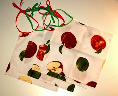 slabbetjesappelenenperen (en' Couleurs) Tags: sewing bibs