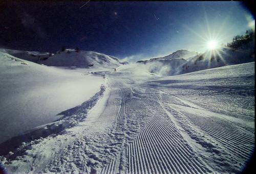 [フリー画像] 自然・風景, 雪, 山, 日光・太陽光線, イタリア, スキー場, 201008301300