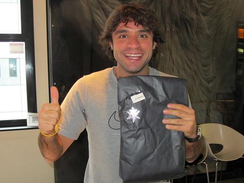Alberto con su regalo