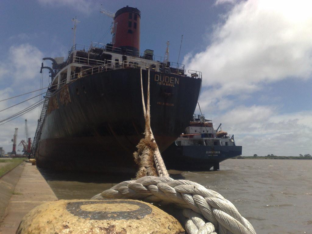 Navio Düden está desde o dia 11 de dezembro em Rio Grande. Crédito: Guilherme Mazui