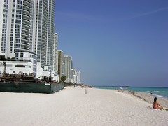 Sunny Isles '09,  Florida - www.meEncantaViajar.com (javierdoren) Tags: voyage travel summer vacation usa holiday color praia beach yoga america t fun pier muelle us cool américa holidays apartments estate view unitedstates florida miami sommer unitedstatesofamerica sunny playa bikini zomer verano viagem vista northamerica verão states été trump amerika plage spiaggia stranden condominiums vacanze sommar viajar southflorida estadosunidos apartmentbuildings eeuu dade amérique soleado trumptowers estadosunidosdeamérica strände étatsunis sunnyisles departamentos strandje southernflorida sunnyislesbeach dadecounty vacación américadelnorte halouver meencantaviajar ammerica condadodedade miami2009 lesétatsunis surdeflorida sunnyisles09 halouver09