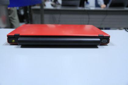 ThinkPad X100e 背面