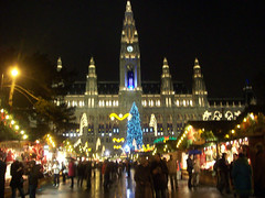 (Pra onde eu vou, venha tambm) Tags: vienna christmas winter light people color digital landscape austria europe market kodak places colored rathaus