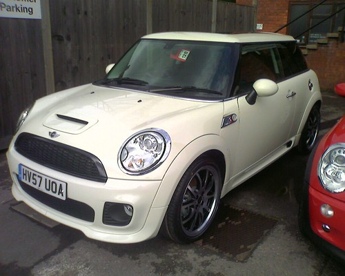 White Mini Cooper S - HV57UOA