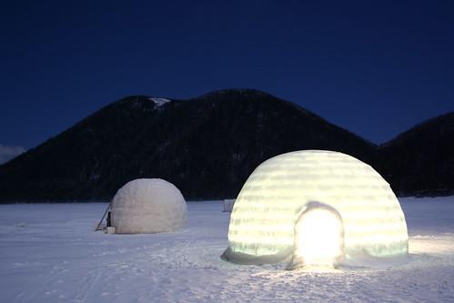 發亮的冰屋