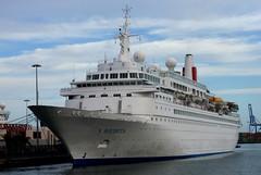 El crucero trasatlantico Boudicca en el puerto de Las Palmas de Gran Canaria. ( 14-02-2010) (El Coleccionista de Instantes) Tags: travel sea gran