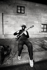 (David Guimares) Tags: classic vintage blackwhite spain guitar streetphotography wideangle santiagodecompostela gibson jazzman hondo lepaul