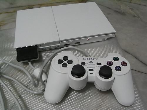 Play Station 2 - White Model