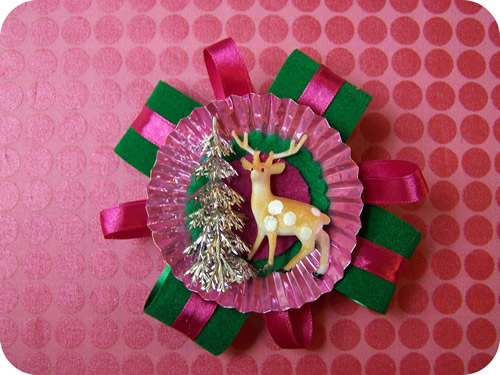 lush holiday brooch