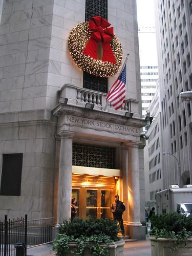 NYSE-holiday-wreath