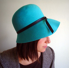 vintage 1940s Flapper Wool Cloche Hat in brilliant Teal (Huzzah Vintage) Tags: blue black wool bucket teal 1940s 1950s 50s cloche 40s unionmade ggiottaetsyvintageclothingaccessorieshuzzahhuzzahvintage tnlee