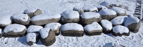 Caritas de piedra y nieve