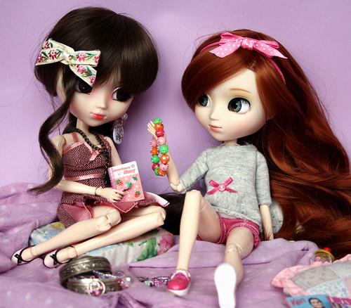 Girls... :D