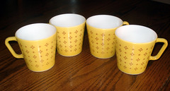 Foulard (mustard-yellow) (merebearlandon) Tags: glass yellow mugs foulard pyrex 1410