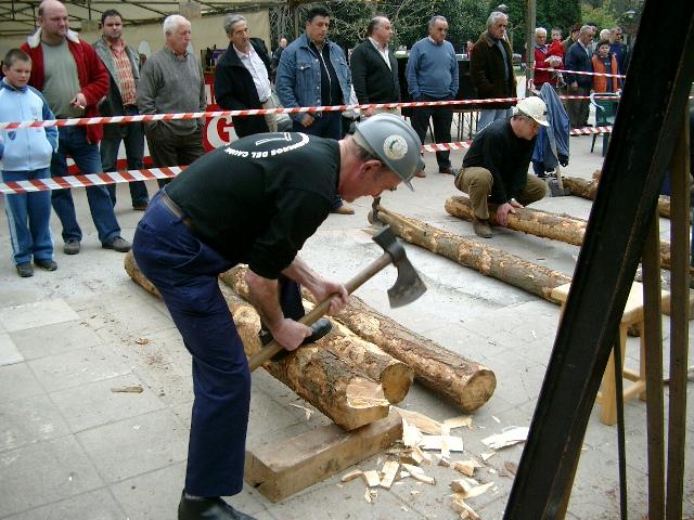 Cabeceando  el  poste  en  la  exhibición  de  entibadores en la fiesta astur-galaica Mieres 2006