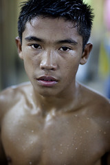 #3 (Noor +) Tags: boy portrait man men sport project thailand fight asia flickr box stadium bangkok hard thalande thai asie concept boxing combat muay 2009 stade noor homme boxe muaythai thailande thaiboxing ratchadamnoen vestiaire thalandaise thaland boxeur boxinf muaytha