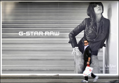 Liv, raw street (Dreamer7112) Tags: ads advertising schweiz switzerland nikon europe suisse suiza candid zurich ad streetphotography billboard advertisement billboards zrich svizzera advertisements zuerich pubblicit antoncorbijn corbijn livtyler d300 acrossthestreet gstar zurigo gstarraw  rawstreet nikond300 scaleplay livraw