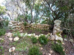 Exploration du sentier Nord de Porto Novo : ruines de bergeries