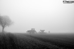 L_KNP5229-2 (Rodney Wetton) Tags: mist tractor misty lincolnshire daffodil johndeere sowing mistymorning lincolnshirewolds sowingseeds edlington capnilfarm