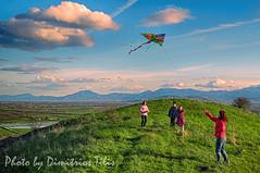 Κούλουμα (Dimitil) Tags: κούλουμα καθαράδευτέρα σαρακοστή lent religion χαρταετόσ kite country countryside karditsa fanari people children dramaticsky clouds humor family