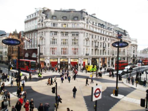 Oxford Circus diagonal crossing - miniaturised!