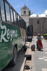 Autobs a Arequipa (ignasiet) Tags: woman bus peru southamerica america mujer nikon waiting south per tokina esperando autobus ignacio sudamerica ignasi autobs couso sudamrica 1650 cabanaconde gmez d80