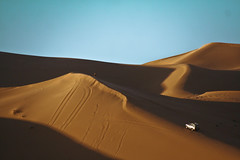 Top of Dunes [FB] (Mansour Ali) Tags: africa me sahara dunes south north east explore toyota middle libya frontpage lybia libyan libia   fezzan    ghadamis