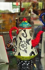 Tea Time (StephenZacharias) Tags: canada reflection winnipeg f10 manitoba teapot windowdisplay 1790 flowery 66mm 18105mm shootthruglass corneliabean glassthruglass 417academy