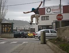 Gap en el Badulaque, Navia. (song of haneke) Tags: big skateboarding gap asturias ollie alberto skate skater trick luarca navia monopatn patn oldweed