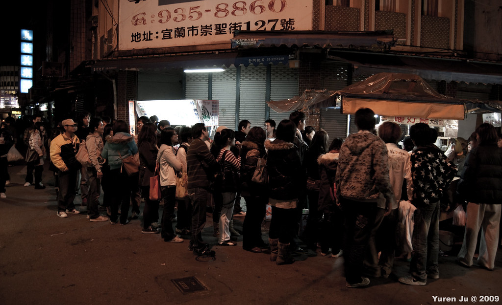 宜蘭夜市攤排隊是常態
