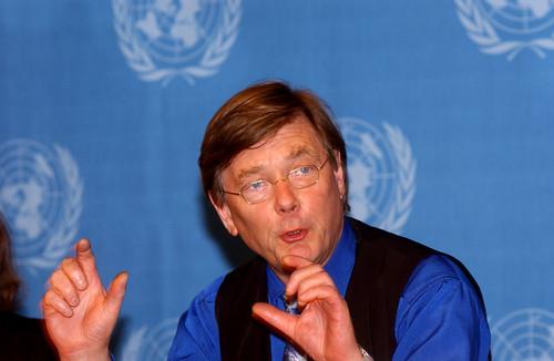Albert Osterhaus, 'inventor' e beneficiário da pandemia de gripe suína