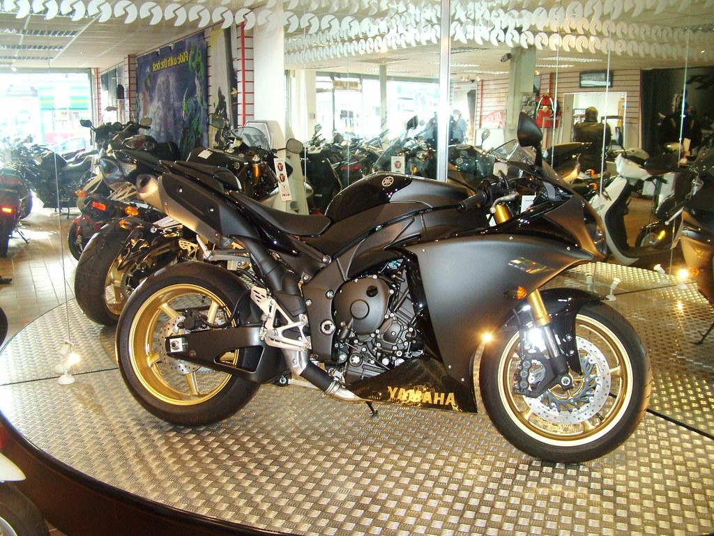 2010 R1 in Black