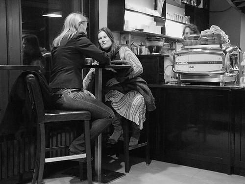 V kavarni I