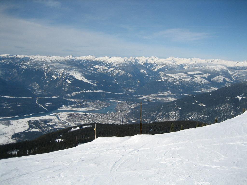 スキー場から見たレベルストークの町
